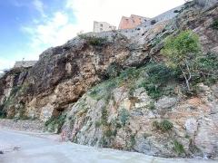 Citadelle et palais du Gouverneur, partiellement aménagé en Musée d'Ethnographie - Français:   Située sur le Vieux-Port de Bastia, la grotte du Christ Noir