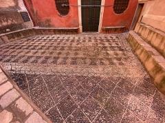 Eglise Sainte-Croix - Corsu:   U sagratu di Santa Croce, in Bastia, Corsica, fattu d\'una mosaica di cotuli