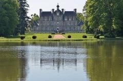 Domaine de Beaumesnil (également sur commune de Gouttières) - English:   Château de Beaumesnil (Eure) - Façade coté Parc  fr.wikipedia.org/wiki/Ch%C3%A2teau_de_Beaumesnil  www.chateaubeaumesnil.com/