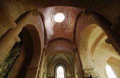 Eglise Saint-Pierre ou Saint-Sauveur - Français:   église Saint-Pierre de Collonges-la-Rouge, croisée du transept surmontée d\'une coupole