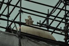Eglise Notre-Dame - Français:   Campagne de restauration des façades ouest, du bras de transept nord, du vitrail \