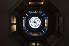 Immeuble (ancienne maison de l'Armateur, actuellement Musée de l'Armement naval) - Français:   La Maison de l\'armateur  au Havre: le puits de lumière vu du rez-de-chaussée.