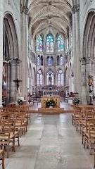 Eglise - Français:   Neufchâtel-en-Bray - L\'église - Maître-autel et choeur