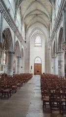 Eglise - Français:   Neufchâtel-en-Bray - La nef de l\'église