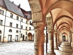 Ancien couvent des Ursulines - Français:   Galerie et cour du cloître