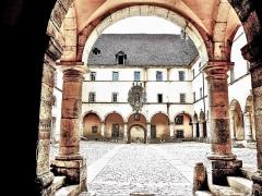 Ancien couvent des Ursulines - Français:   Porche de l\'entrée sud du couvent des Ursulines