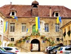 Hôtel de ville, ancien bailliage et anciennes prisons - Français:   Façade de la mairie, vue de la cour intérieure