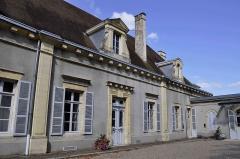 Château - Français:   Château de Gray (Haute Saône): musée Baron Martin et cour.