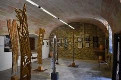 Ancien château - Français:   Musée du Lauragais dans le Présidial: ancienne cellule transformée en salle d\'exposition.