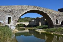 Pont faisant communiquer le village de Lagrasse et le quartier de l'Abbaye - Français:   Pont de l\'Abbaye, Lagrasse