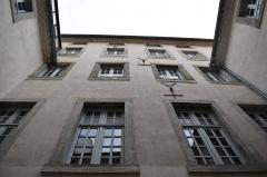 Immeuble - Français:   Patio intérieur de la Maison Joë Bousquet