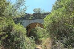 Pont du Gard et aqueduc romain de Nîmes - Français:   le Pont de la Combe Joseph fait parti de l\'aqueduc de Nîmes, vestige romain dont le tronçon le plus connu est le Pont du Gard