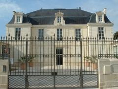 Hôtel de Hausen - Français:   Hôtel de Hausen abritant le Musée des Cordeliers à St Jean d\'Angely (Charente-Maritime - France).