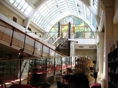 Ancien couvent des Jacobins et ancienne maison de Maurice Martineau, actuellement bibliothèque municipale - English:   Saintes, C-M, Library and garden exit