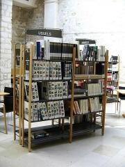 Ancien couvent des Jacobins et ancienne maison de Maurice Martineau, actuellement bibliothèque municipale - English:   Saintes, C-M, Library, Works of reference