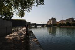 Porte Chaussée (porte et passage entre deux tours) - English:   The city gate Porte Chaussée in Verdun. Left of it is a bridge and in the foreground the river Meuse.