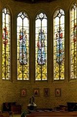Eglise Saint-Martin - Français:   Fonts baptismaux et vitraux église Saint-Martin de Bergues
