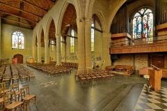 Eglise Saint-Martin - Français:   Nef et tribune Eglise Saint-Martin de Bergues
