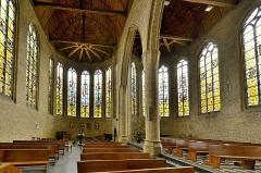 Eglise Saint-Martin - Français:   Bergues (Nord) - Eglise Saint-Martin. Les vitraux sont signés des maîtres-verriers Max Ingrand (1908-1969) et son élève François Bertrand (né en 1927)