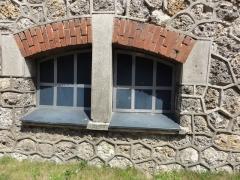 Ancien site minier de la fosse 11-19 de la Compagnie des Mines de Lens - Français:   La fosse no 11 - 19 de la Compagnie des mines de Lens était un charbonnage du bassin minier du Nord-Pas-de-Calais constitué de deux puits situé à Loos-en-Gohelle, Pas-de-Calais, Nord-Pas-de-Calais, France. La fosse d\'aérage no 11 bis est située sur un autre carreau. Les installations de surface de la fosse no 11 - 19 sont classées aux monuments historiques le 21 décembre 2009, venant remplacer l\'inscription du 6 mai 1992. La fosse est également inscrite sur la liste du patrimoine mondial par l\'Unesco le 30 juin 2012 et y constitue en partie le site no 63.