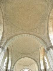 Ancienne abbaye royale de Fontevraud, actuellement centre culturel de l'Ouest - Français:   Coupoles de la nef de l\'abbatiale de Fontevraud (49).