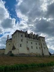 Château - Français:   Le Château de Montsoreau est le premier château de type Renaissance de France, il a été construit en 1450 par Jean II de Chambes.