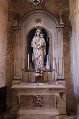 Eglise - Français:   Intérieur de l\'église.