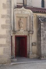 Château - Français:   Extérieur de l\'église Saint-Symphorien d\'Époisses (21). Portail nord.