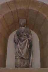 Château - Français:   Intérieur de l\'église Saint-Symphorien d\'Époisses (21). Statue de saint évêque.