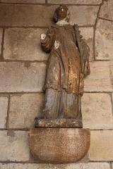 Eglise Saint-Vallier de Messigny - Français:   Église Saint Vallier de Messigny-et-Vantoux (21). Statue de Saint-Vallier ornant le porche occidental.