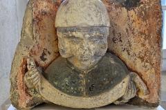 Couvent des Ursulines - English:   Macon (Saône-et-Loire) - Musée des Ursulines - Enseigne ornée d\'une tête tricéphale (16e).  .  fr.wikipedia.org/wiki/Mus%C3%A9e_des_Ursulines_de_M%C3%A2con