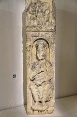 Couvent des Ursulines - English:   Macon (Saône-et-Loire) - Musée des Ursulines - Figure d\'apôtre assis dans une niche (XIIe) (calcaire)