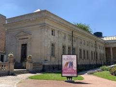 Bibliothèque municipale - Français:   Bibliothèque municipale d\'Amiens.