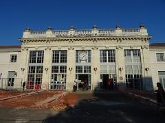 Gare - Français:   Le bâtiment voyageurs de la gare de Valence-Ville.