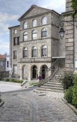 Couvent des Ursulines - Français:   Couvent des Ursulines, façade de l\'Hôpital depuis la Grand-Rue, à Saint-Bonnet-le-Château, dans la Loire.