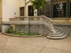 Maison dite Villa des Frères Lumière, actuellement Fondation nationale de la photographie - Français:   Escalier extérieur.