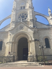 Eglise du Centre ou Saint-Clodoald - Français:   Porche de l\'église Saint-Clodoald de Saint-Cloud.