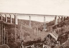 Viaduc du Bellon (également sur commune de Coutansouze) - Français:   Le Viaduc du Belon est un pont ferroviaire à poutre métallique, situé entre les communes de Coutansouze et Louroux-de-Bouble dans le département de l\'Allier (France).