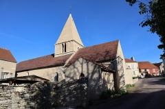 Eglise Saint-Léger - Français:   Église Saint-Léger de Thenissey (21). Flanc sud.