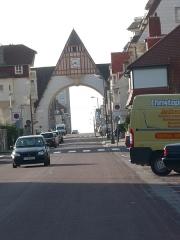 Marché couvert - Français:   Arche du Touquet