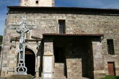 Eglise Saint-Etienne - English:   Cross Outside Church of Saint-Étienne-de-Baïgorry, France.