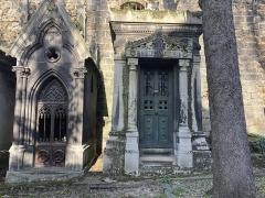 Cimetière Montmartre - Français:   Chapelles au cimetière de Montmartre.
