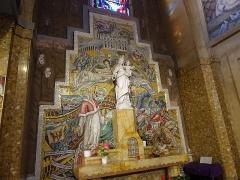 Eglise Saint-Jean-Bosco - Français:   Autel de la Vierge Marie église Saint-Jean-Bosco 20eme arrondissement Paris
