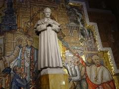Eglise Saint-Jean-Bosco - English:   Statue of Don Bosco and Mosaics in Church Paris 20e arrondissement