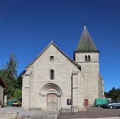 Eglise de Prauthoy - Français:   Extérieur de l\'église Saint-Piat de Prauthoy (52).