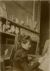Ancienne abbaye Saint-Denis, actuellement maison d'éducation de la Légion d'Honneur - Français:   Lucie Rogues dans son atelier