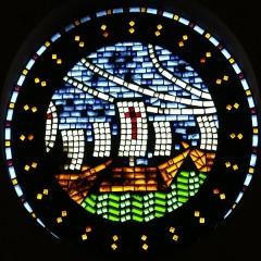 Eglise Saint-Louis - Français:   église Saint-Louis à Marseille. Vitrail en pavés de verre représentant les bateaux de la croisade