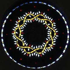 Eglise Saint-Louis - Français:   église Saint-Louis à Marseille. Vitrail en pavés de verre représentant la couronne d\'épines du Christ