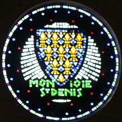 Eglise Saint-Louis - Français:   église Saint-Louis à Marseille. Vitrail en pavés de verre représentant un symbole de la royauté avec devise des rois de France \