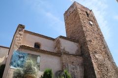 Eglise  et tour attenante - Français:   Eglise et tour fortifiée du musée archéologique de Saint-Raphaël